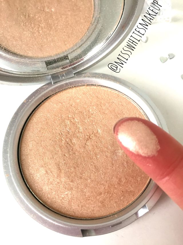 The Balm Mary Lou-manizer swatches highlighter